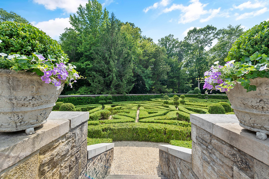 Late Fashion Designer Vince Camutos 1927 Built Greenwich Chateau Is Going To Auction Gardens