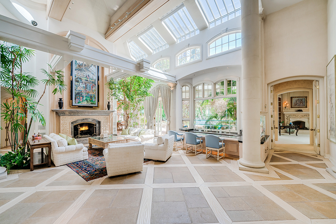 Rhonda Fleming And Ted Mann La Mansion Great Room