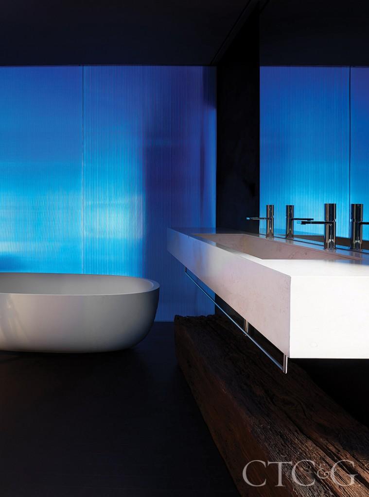 Modern White Sink And Tub