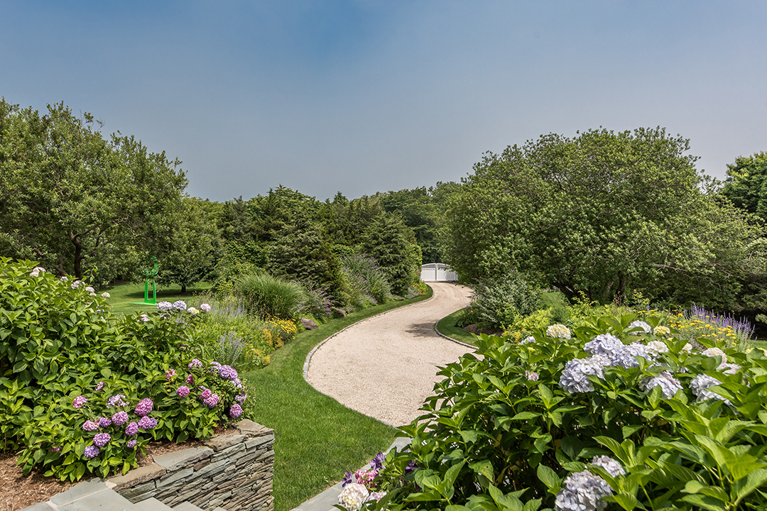 The East Ends Top Agents Weigh In On The State Of The Hamptons Market Driveway