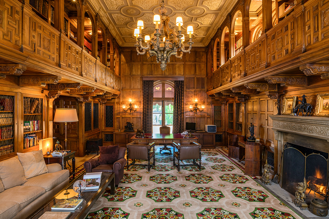 Las Iconic Hearst Estate Where Jfk And Jackie Honeymooned Just Sold At Auction Library Photo By Simon Berlyn