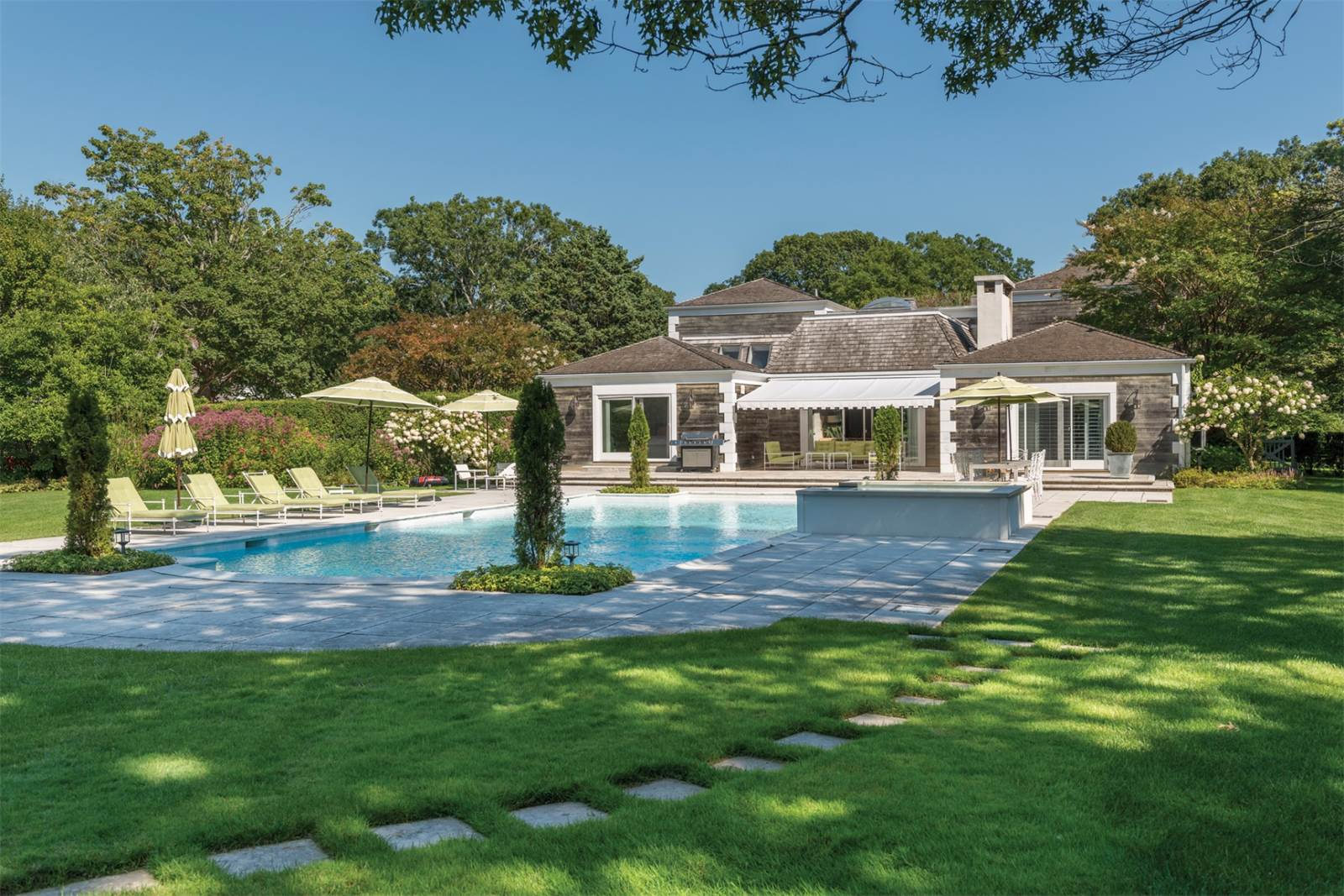 Hamptons Summer Rentals Are Dwindling And Airbnb Is To Blame Cottages Gardens