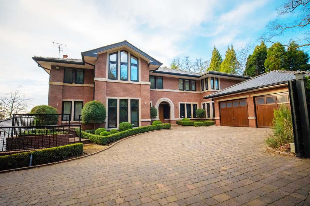Score Cristiano Ronaldo S Manchester Mansion For 4 1m Cottages
