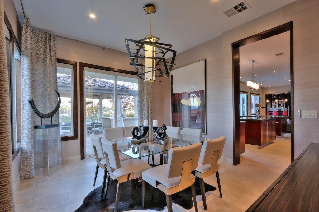Glass doors in the dining room lead to the al fresco dining space.