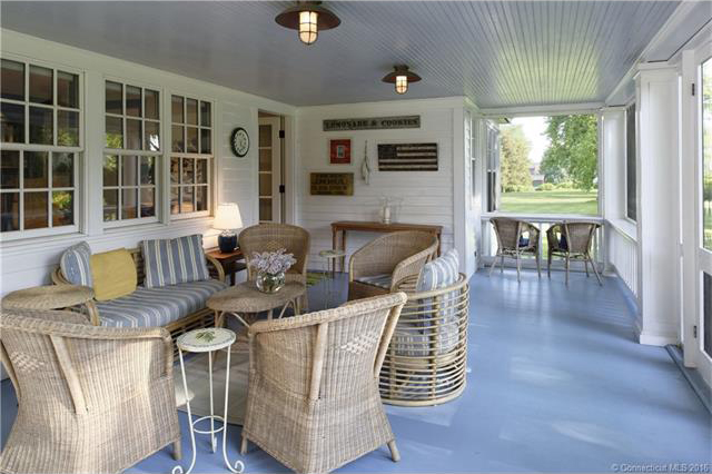 A look at the screened-in porch.