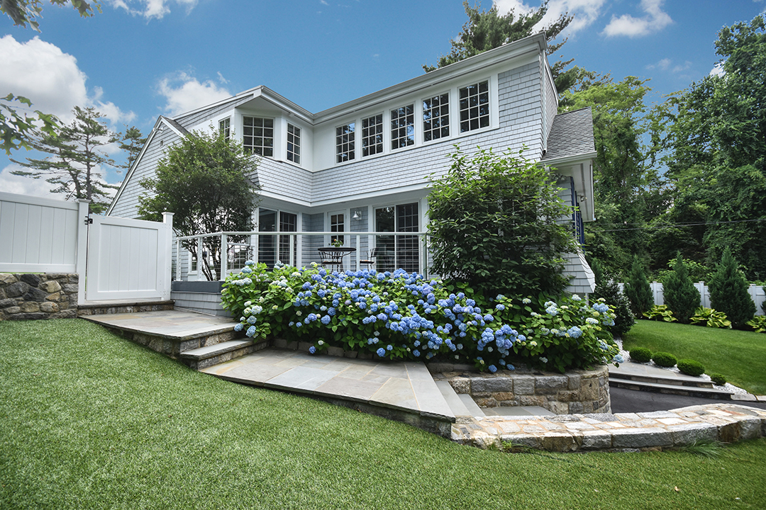 This Coastal Colonial in Rowayton Wants $1.8M