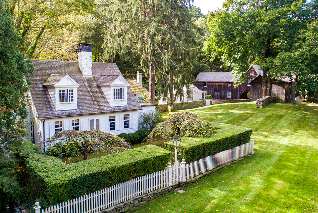 A Historic Connecticut Cottage With An Artful Past Wants 1 1m